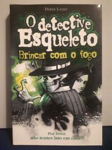 O Detective Esqueleto: Brincar com o Fogo - Derek Landy